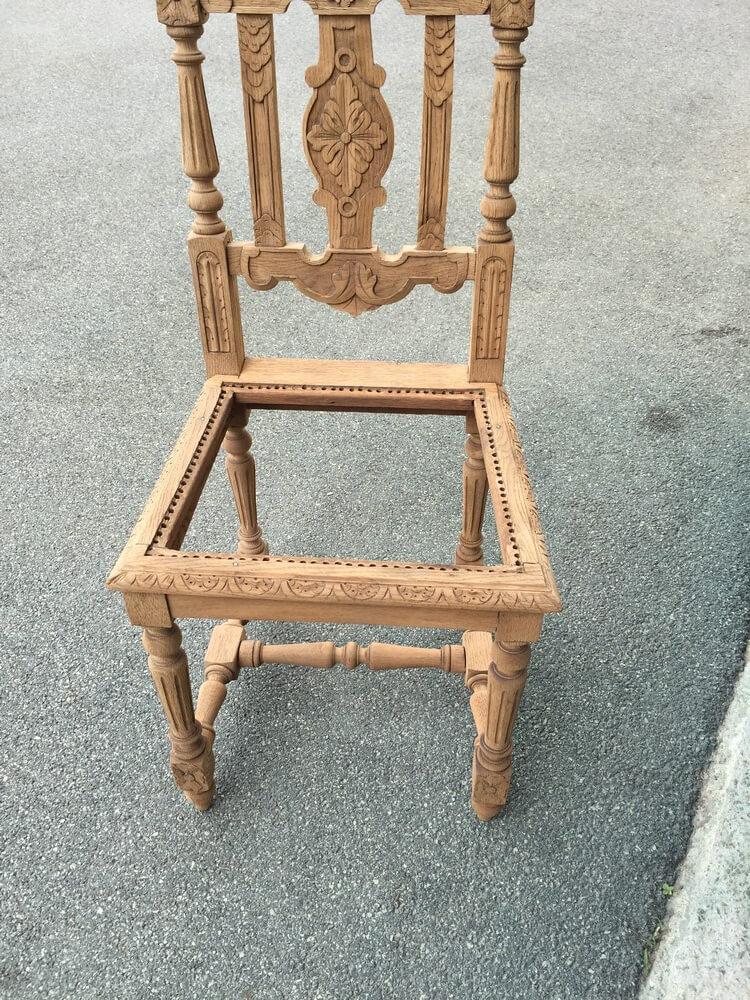 Chaise bois de séjour décapée