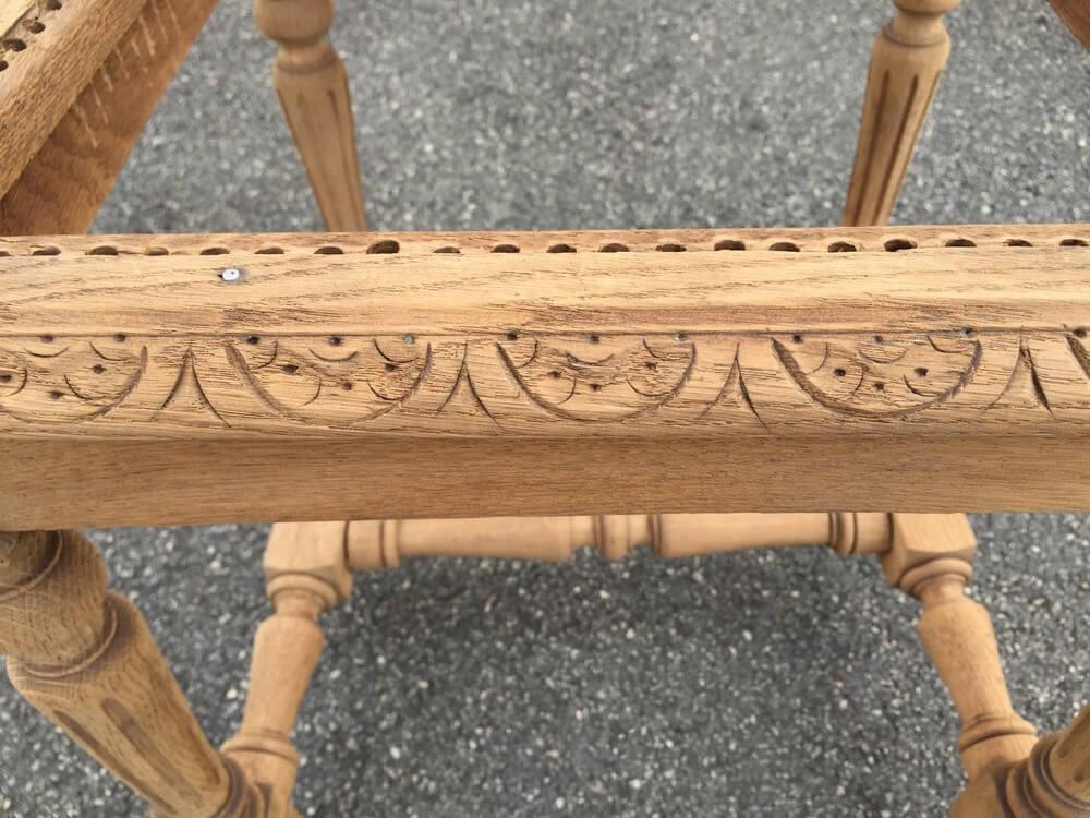 Motif chaise bois de séjour décapée